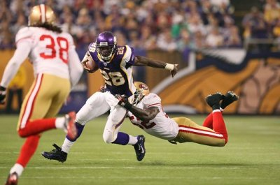 http://purplejesus.files.wordpress.com/2009/09/vikes49ers0021.jpg?w=400