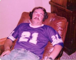 http://purplejesus.files.wordpress.com/2011/04/drunk-vikings-fan.jpg?w=300