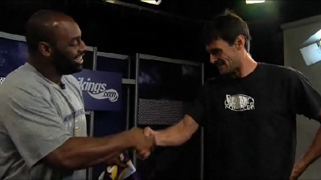 http://purplejesus.files.wordpress.com/2011/08/kluwe-and-mcnabb-contract002.jpg