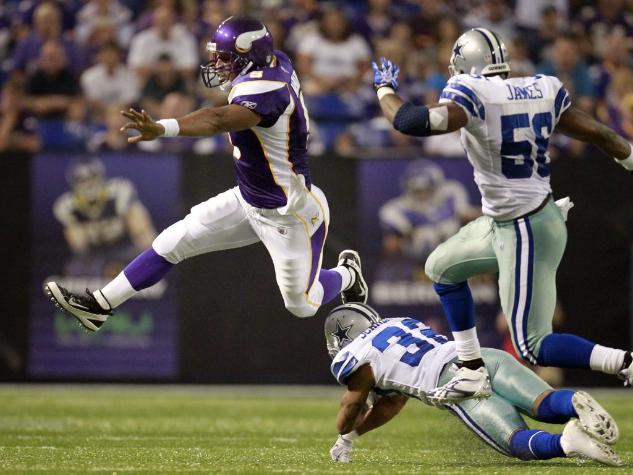 http://purplejesus.files.wordpress.com/2011/08/mcnabb-jump-cowboys-2011.jpg?w=633