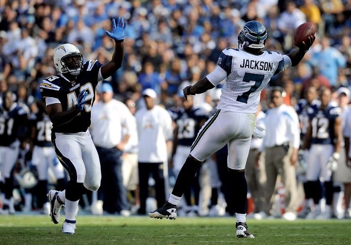 http://purplejesus.files.wordpress.com/2011/08/tarvar-jump-pass-seahawks.jpg
