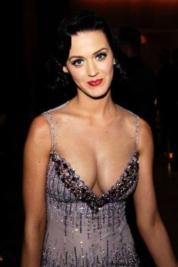 http://purplejesus.files.wordpress.com/2011/09/katy-perry-breasts.jpg?w=250