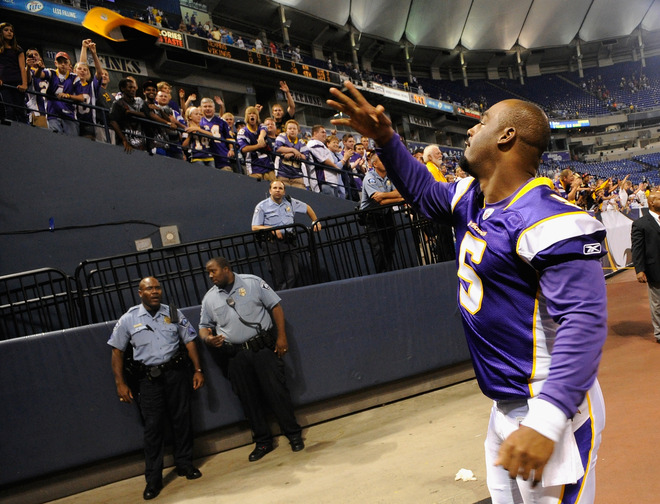 http://purplejesus.files.wordpress.com/2011/09/mcnabb-vikings-005.jpg