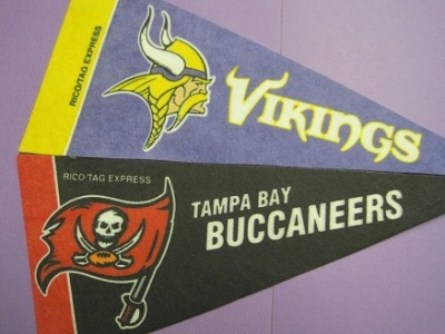 http://purplejesus.files.wordpress.com/2011/09/vikings-bucs-2011.jpg?w=400