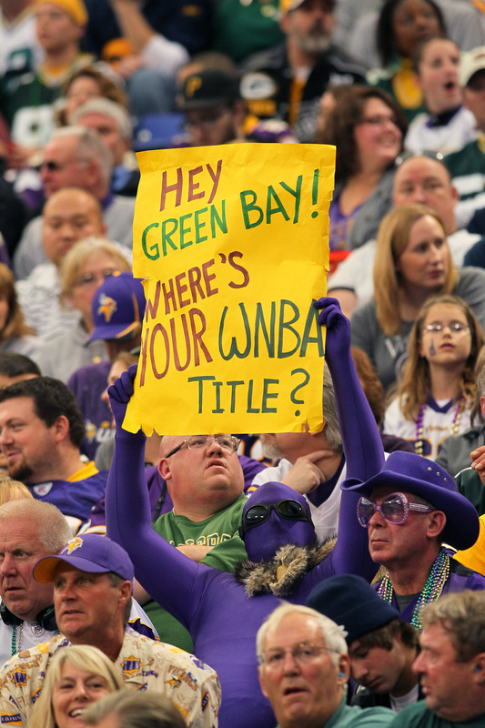 http://purplejesus.files.wordpress.com/2011/10/wnba-vikings-fan-sign.jpg