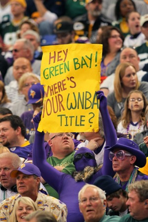 http://purplejesus.files.wordpress.com/2011/10/wnba-vikings-fan-sign.jpg?w=300