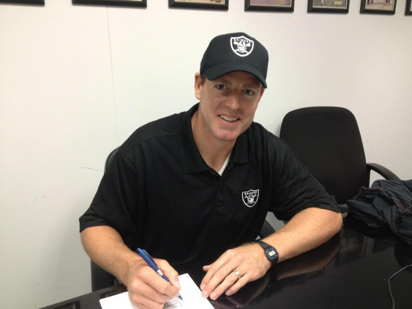 http://purplejesus.files.wordpress.com/2011/11/carson-palmer-raiders1.jpg