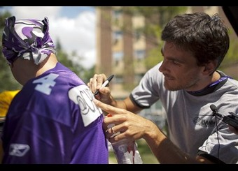 http://purplejesus.files.wordpress.com/2011/11/chris-kluwe-signs-jersey.jpg