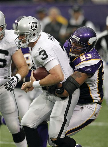 http://purplejesus.files.wordpress.com/2011/11/kevin-williams-sack-raiders.jpg