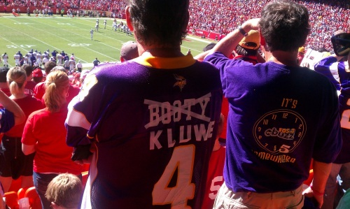 http://purplejesus.files.wordpress.com/2011/12/chris-kluwe-jersey-mock.jpg?w=500
