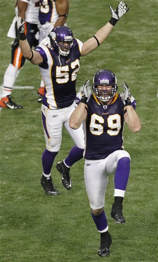 http://purplejesus.files.wordpress.com/2012/01/jared-allen-sack-bears-2011-2.jpg