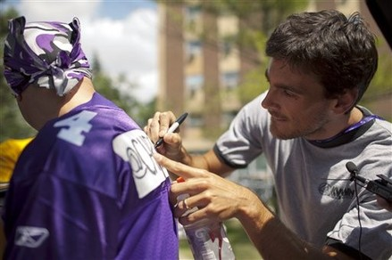 http://purplejesus.files.wordpress.com/2012/02/chris-kluwe-signs.jpg