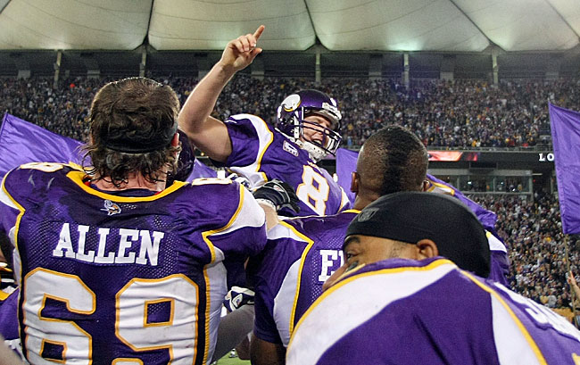 http://purplejesus.files.wordpress.com/2012/02/ryan-longwell-vikings-celebrate.jpg