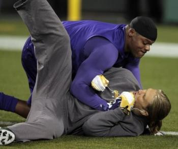 http://purplejesus.files.wordpress.com/2012/02/visanthe-shiancoe-tackles-clay-matthews.jpg?w=350