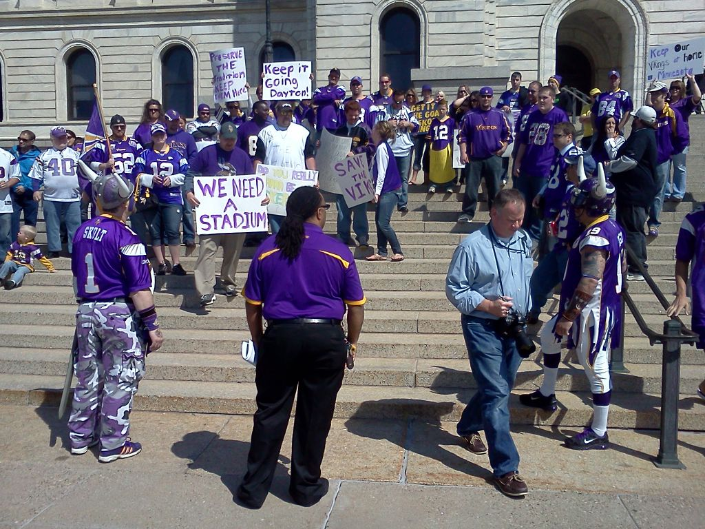 http://purplejesus.files.wordpress.com/2012/04/vikings-fans-rally-capitol.jpg