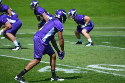 http://purplejesus.files.wordpress.com/2012/05/jarius-wright-vikings-003.jpg?w=400