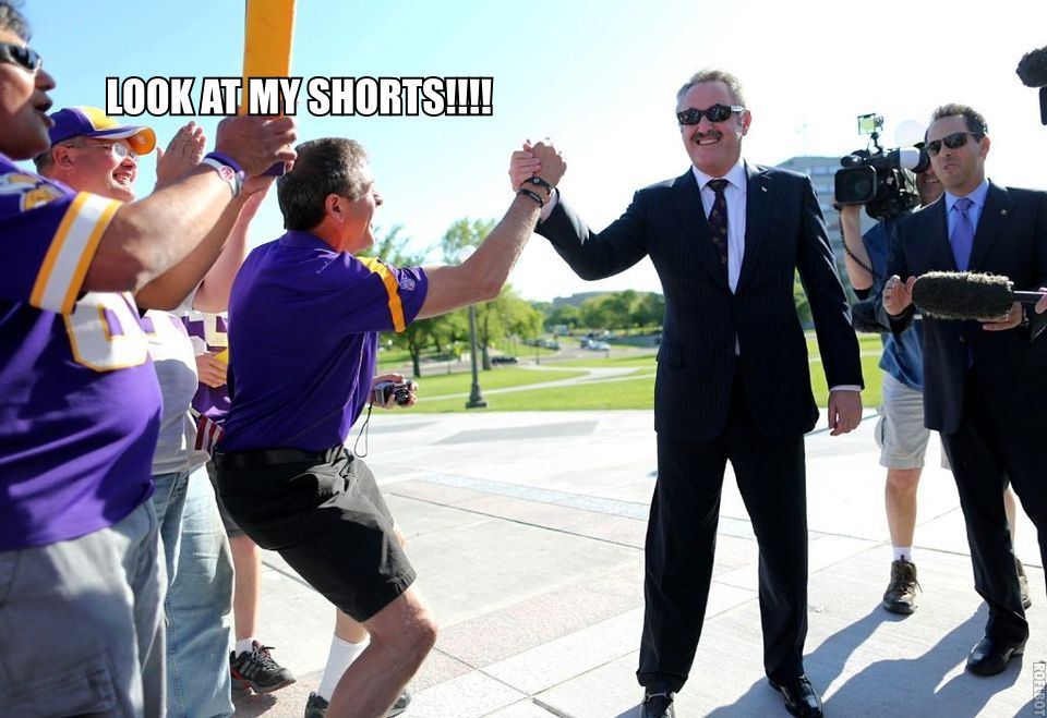 http://purplejesus.files.wordpress.com/2012/05/lol-zygi-wilf-high-fives-fans.jpg