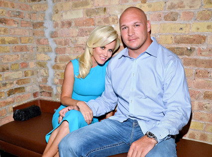 http://purplejesus.files.wordpress.com/2012/07/brian-urlacher-jenny-mccarthy.jpg?w=640
