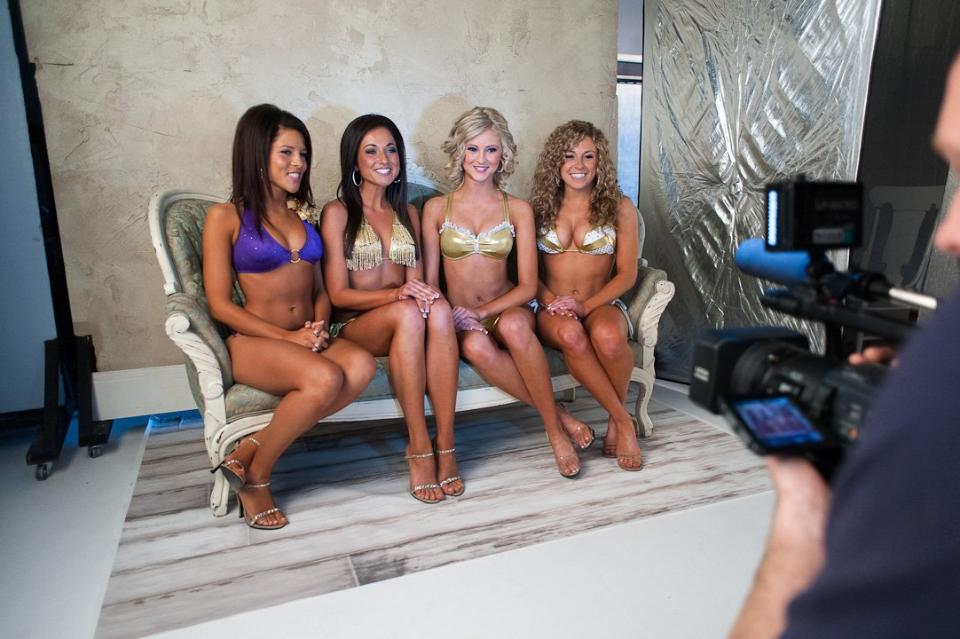 http://purplejesus.files.wordpress.com/2012/07/vikings-cheerleader-swimsuit-2012-002.jpg