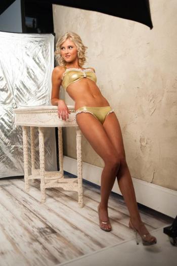 http://purplejesus.files.wordpress.com/2012/07/vikings-cheerleader-swimsuit-2012-004.jpg?w=350
