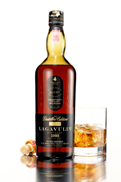 http://purplejesus.files.wordpress.com/2012/08/lagavulin-distillers-edition.jpg