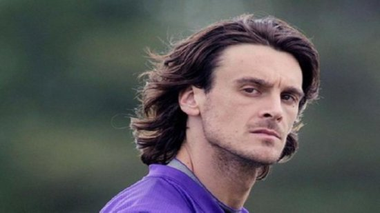 http://purplejesus.files.wordpress.com/2012/09/chris-kluwe-hair-001.jpg?w=550